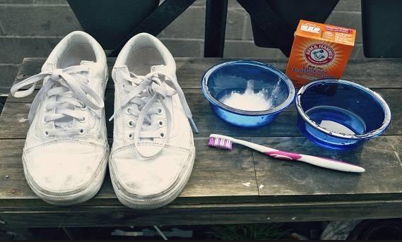 طريقة تنظيف الحذاء الابيض